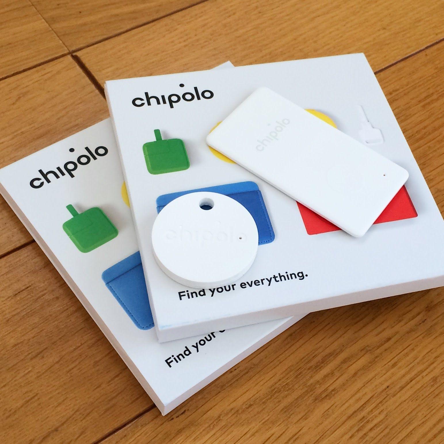 白くて丸いChipolo Classic、白くて四角いChipolo Card、そしてカラフルなデバイスがプリントされた化粧箱