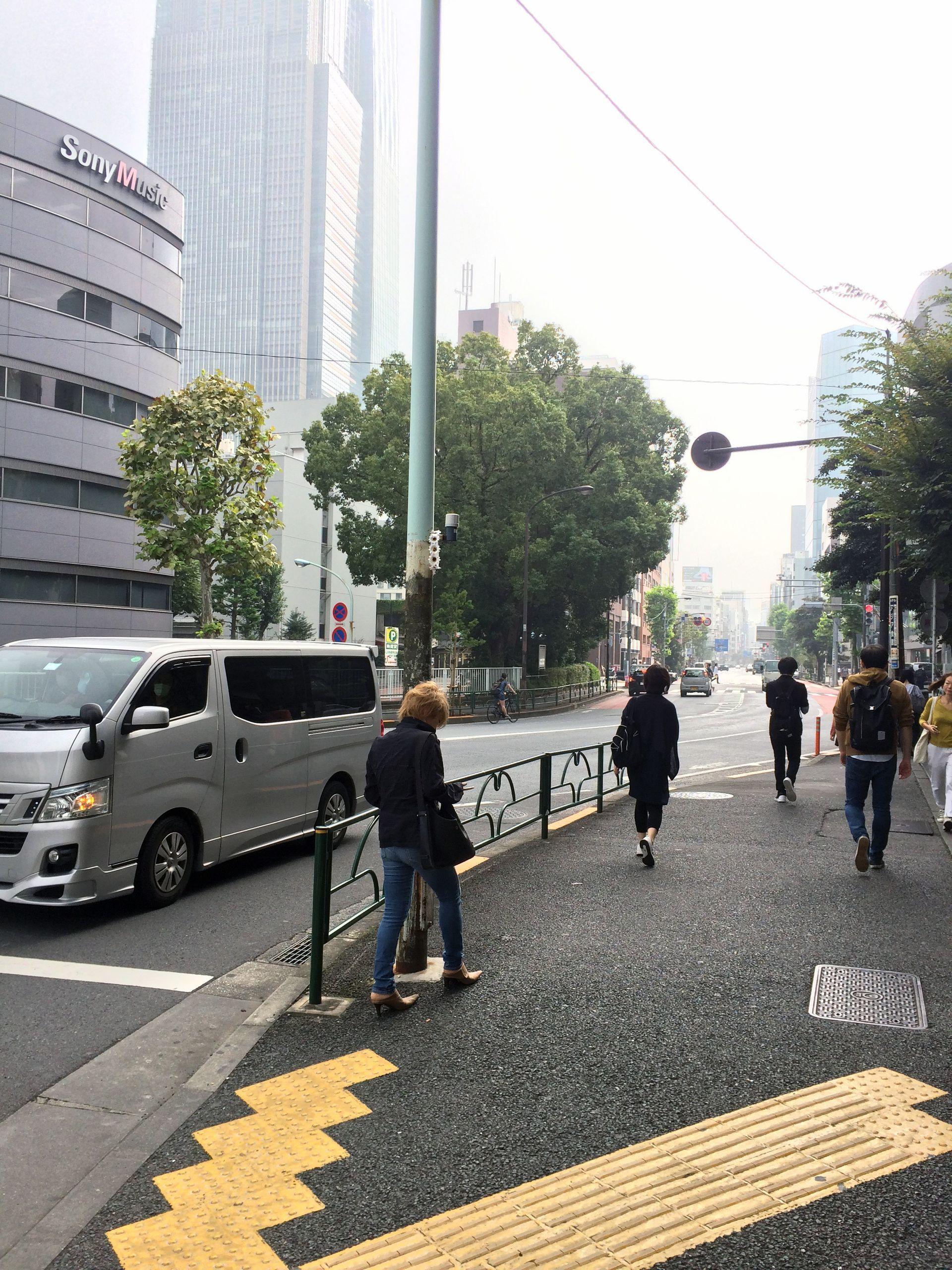 地下鉄出口から東京ミッドタウン側を望む20年変わらぬ風景